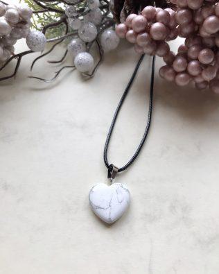 Howlit szív medálos nyaklánc