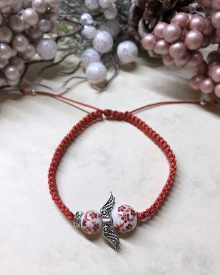 Piros angyalos makramé karkötő